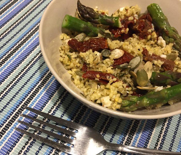 Bogactwo zdrowia – sałatka ze szparagów z kaszą jaglaną