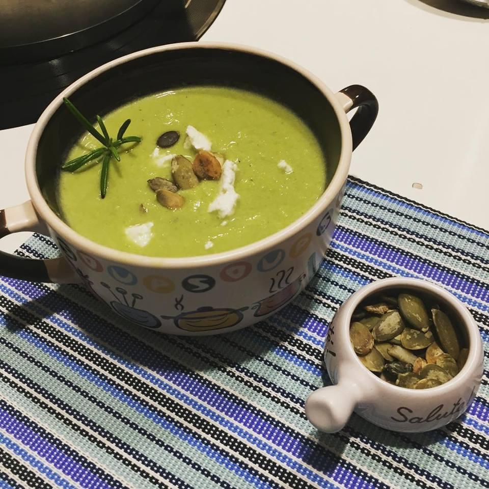 Krem z pora, zielonych szparagów z serem feta