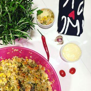 tradycyjna sałatka jarzynowa z jajkiem