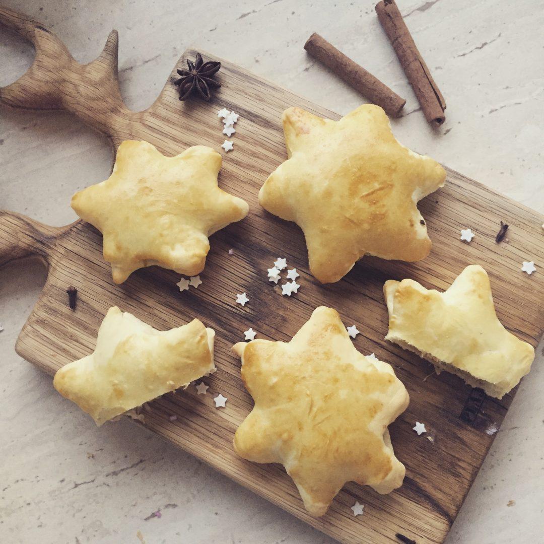 pieczone pierogi z kapustą i grzybami gwiazdki