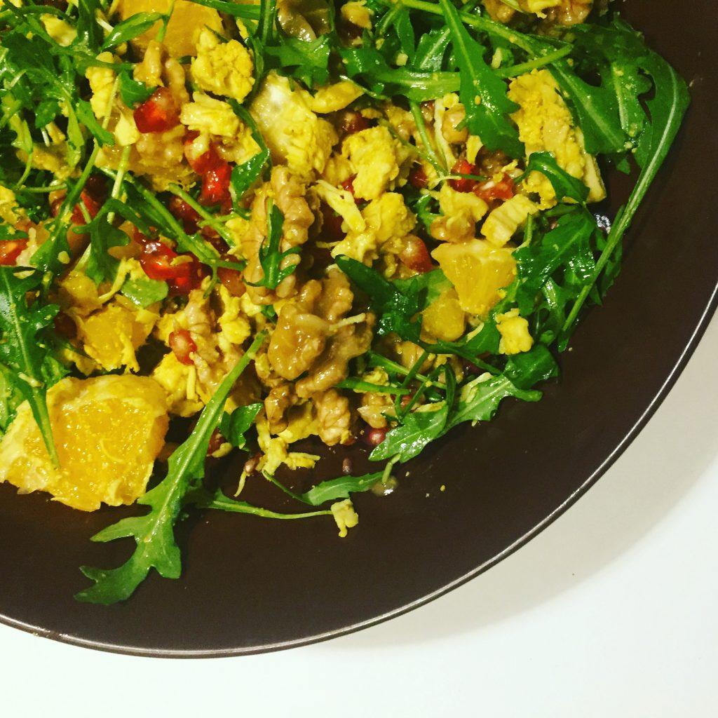 Sałatka z szarpanym kurczakiem curry