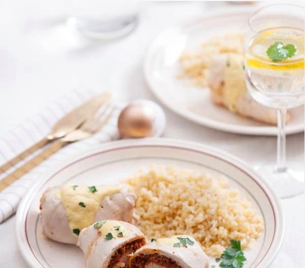 Roladki z kurczaka z chorizo i jogurtowym sosem curry