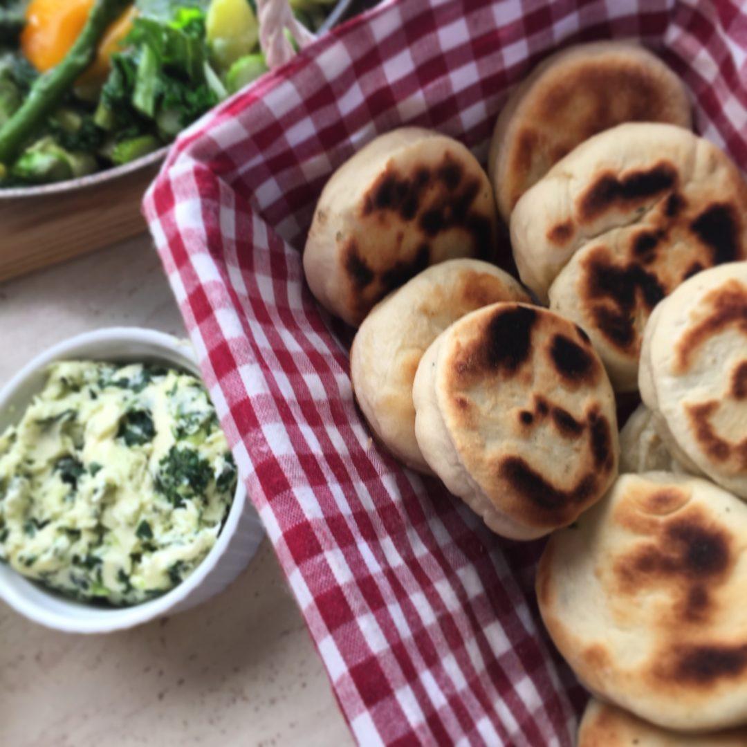 Proziaki z masłem ziołowym