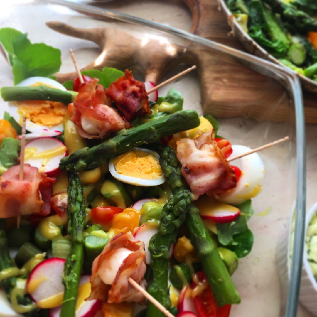 Wiosenna sałatka z zielonymi szparagami