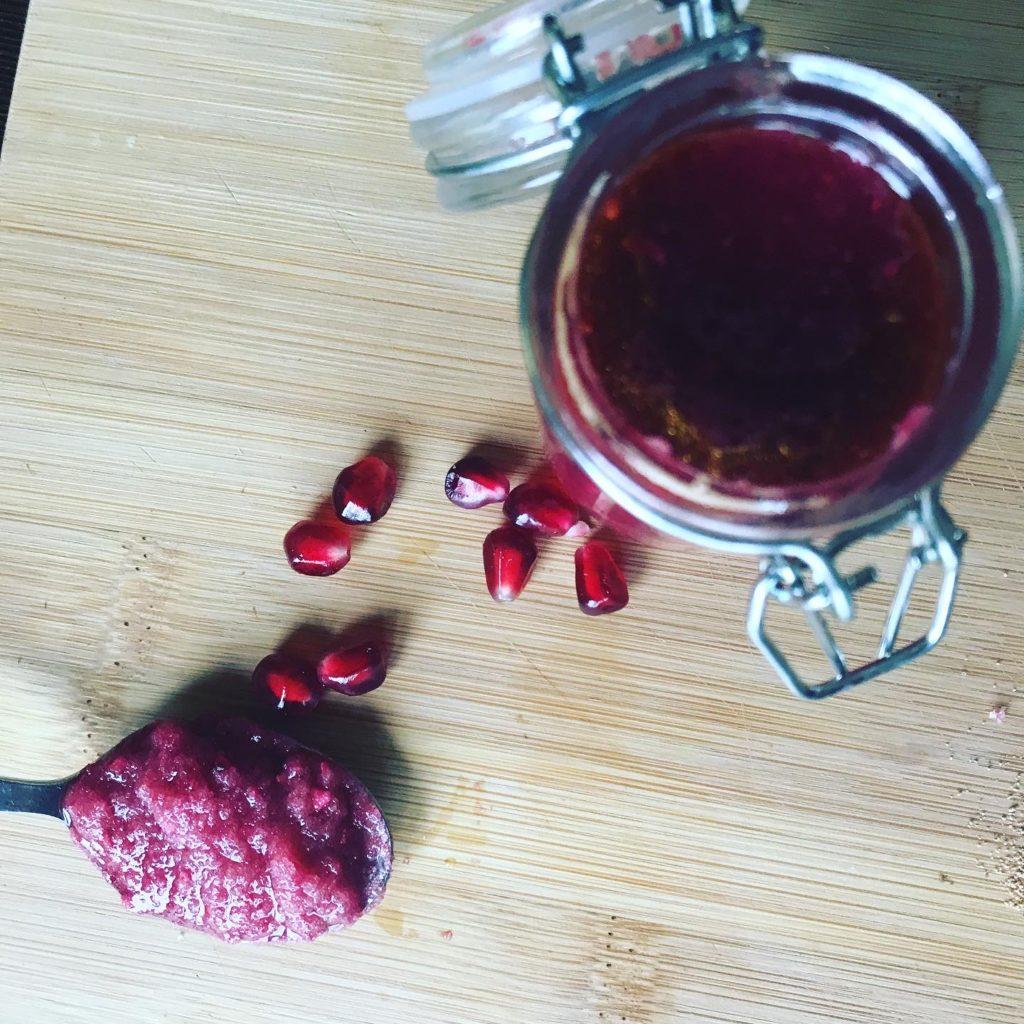 peeling solny z owocem granatu