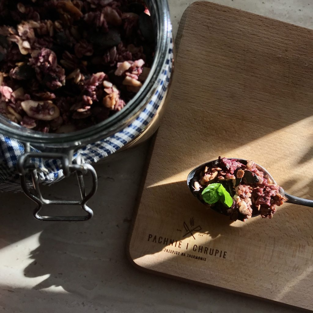 domowe płatki śniadaniowe - granola jeżynowo-miętowa