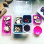 kolorowe sushi naleśnikowe z owocami