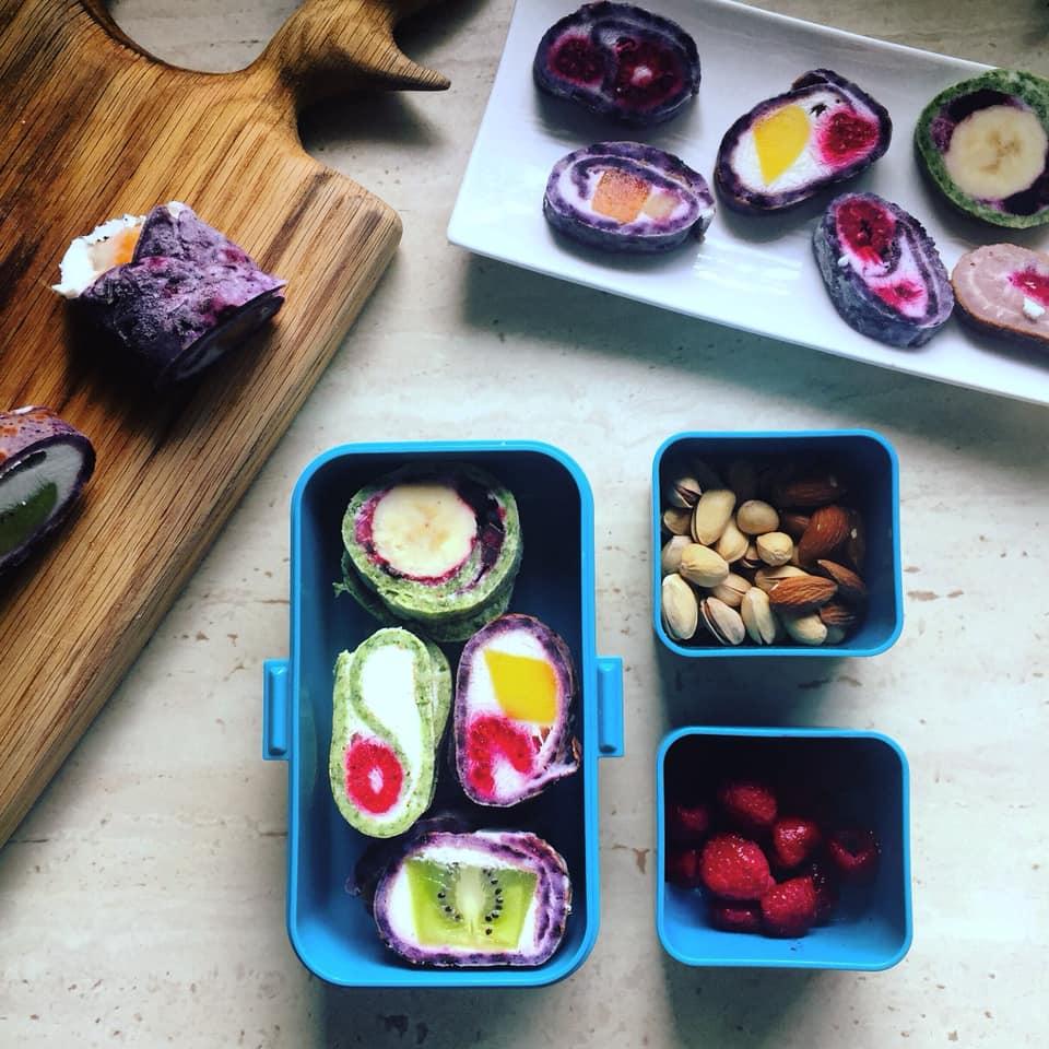 lunchbox dla dzieci kolorowe sushi naleśnikowe z owocami2 przepisy na lunch box do szkoły