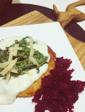 placki ziemniaczane ze szpinakiem, serem ricotta i buraczkami duszonymi w miodzie
