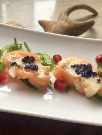 łososiowe roladki z domowym serem topionym z kozieradką