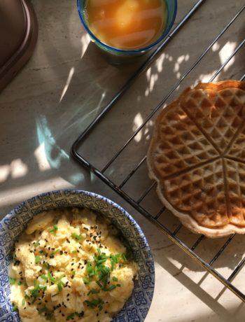 gofry na mące ryżowej z mielonymi orzechami włoskimi